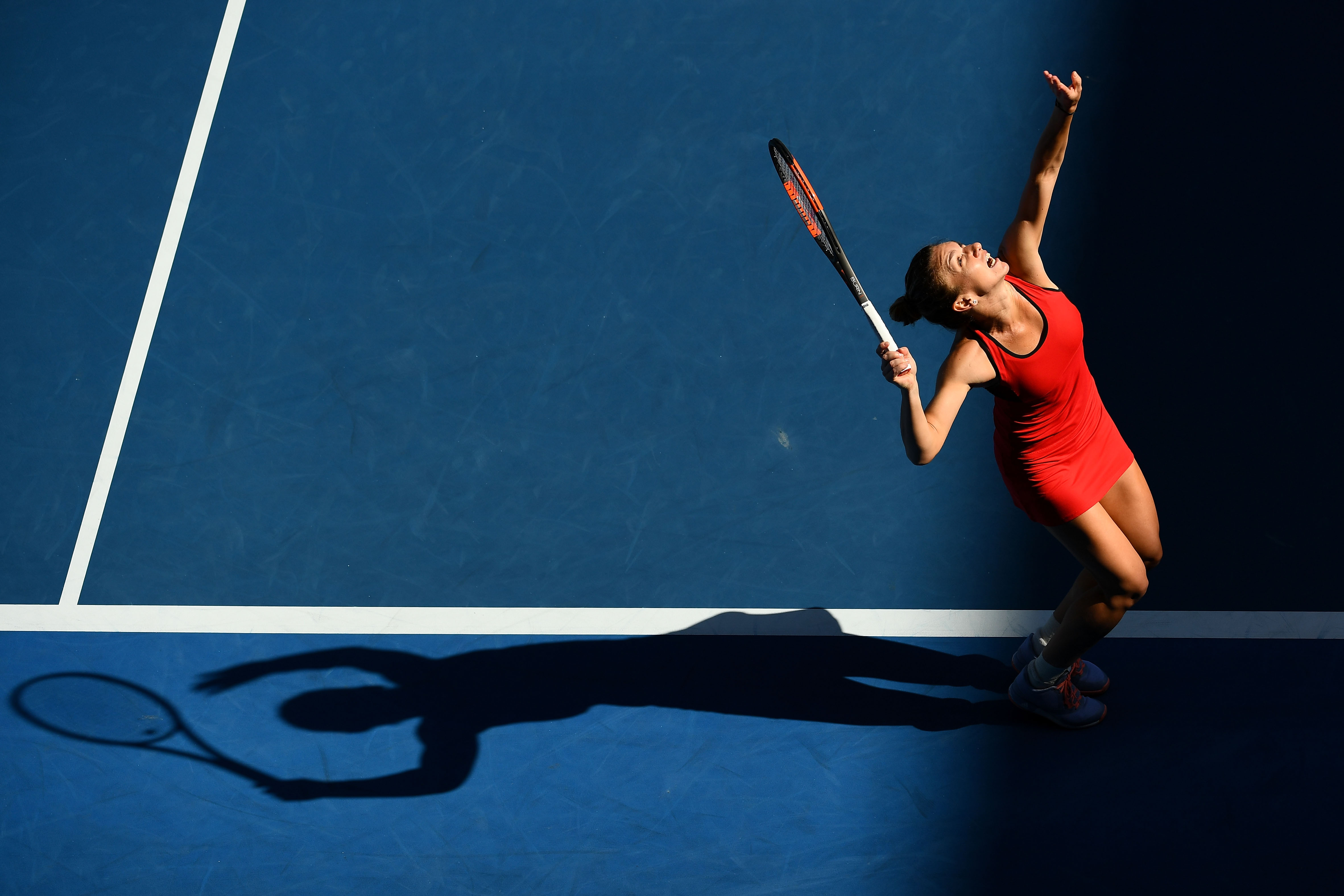 Dominant Wozniacki races into Saint Petersburg quarter-finals